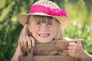 Kinder lieben ihre eigenen Kinderstühle